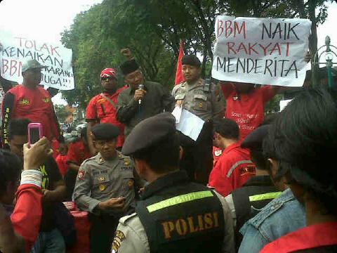 foto demo kenaikan harga bbm 2013 by : @KangYudhie